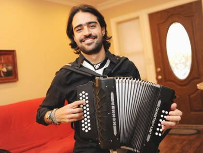 music-news-musician-with-accordion