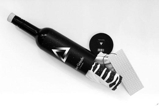 T-Shirt Packaging: Wine Bottle