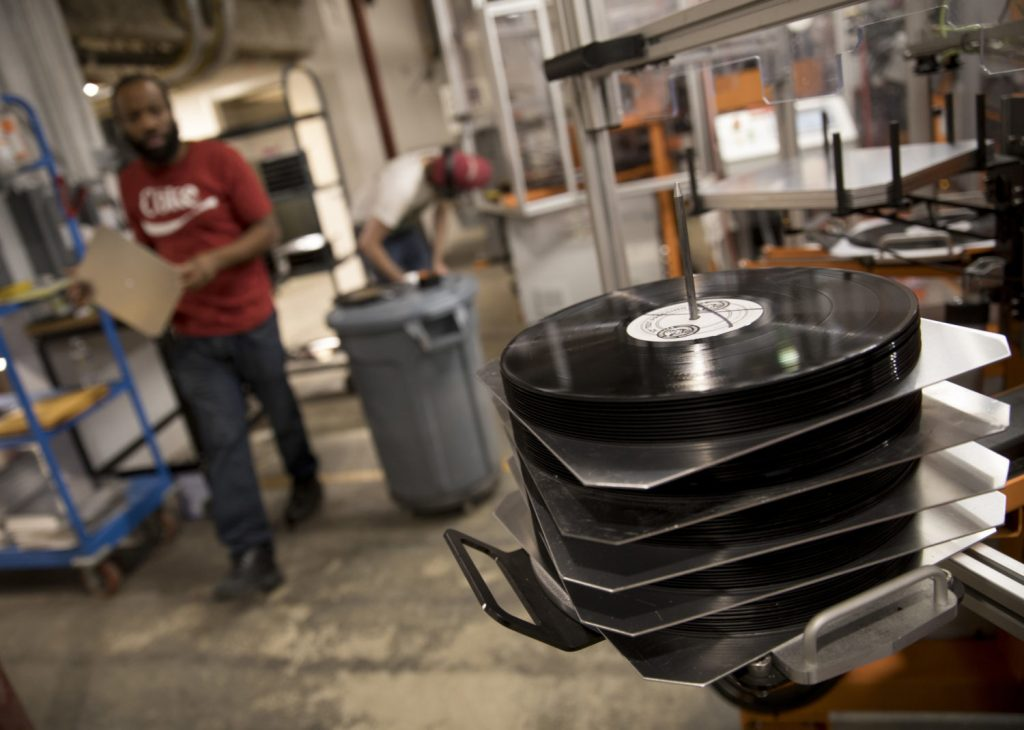 Pressing 100 vinyl records, You don't have to make thousands. Pressing 100 units of vinyl records is a good start!